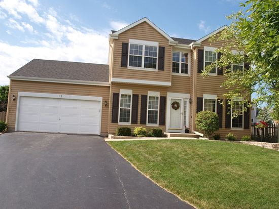 11 Carl Ct, Lake In The Hills, IL 60156