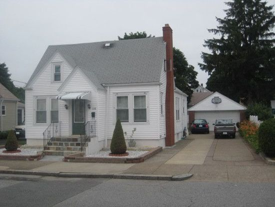 138 Harris St, Pawtucket, RI 02861