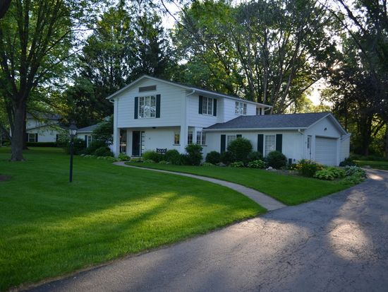 10 Fairway Rd, Galesburg, IL 61401