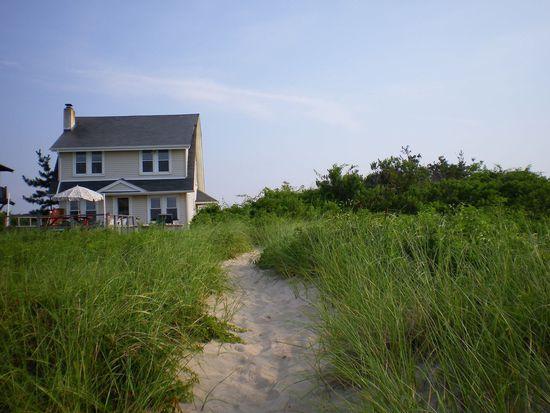 66 Makamah Beach Rd, Northport, NY 11768
