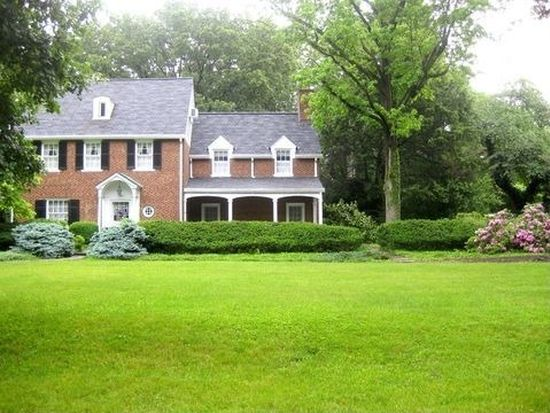 737 Golf View Rd, Moorestown, NJ 08057