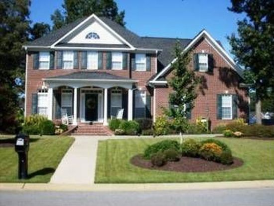 1135 Masterpiece Dr, Hope Mills, NC 28348