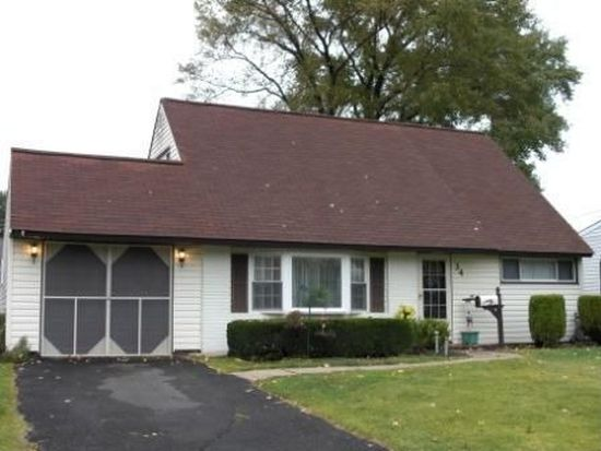34 Maroon Rd, Levittown, PA 19056