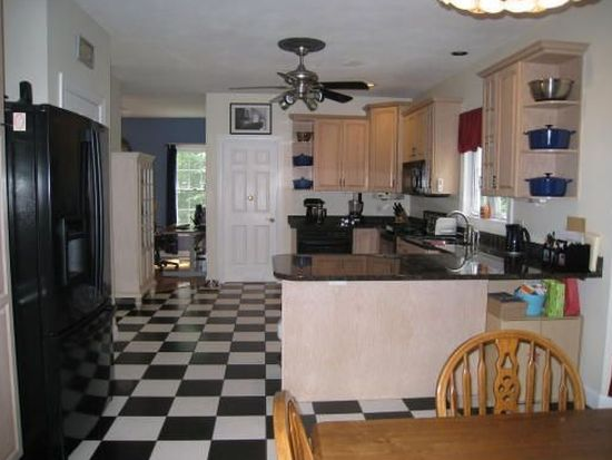 11 Hastings Dr, Hampstead, NH 03841