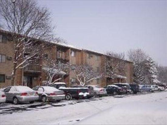 639 Virginia Rd APT 320, Crystal Lake, IL 60014
