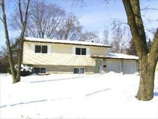 924 Yorkshire Ln, Crystal Lake, IL 60014