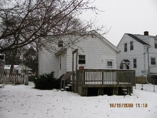 824 S 3rd St, St Charles, IL 60174