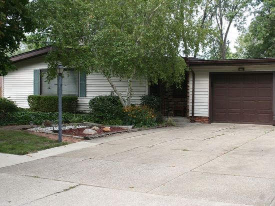 6637 Rochelle Blvd, Parma Heights, OH 44130