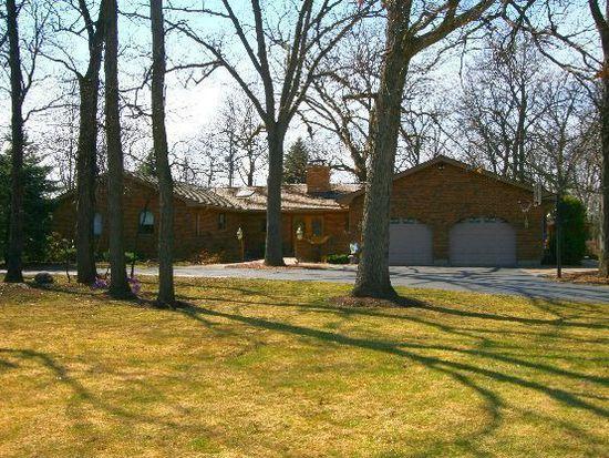2931 Hidden Lake Dr, Woodstock, IL 60098