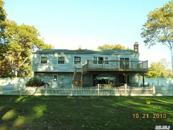 10 Henearly Dr, Miller Place, NY 11764