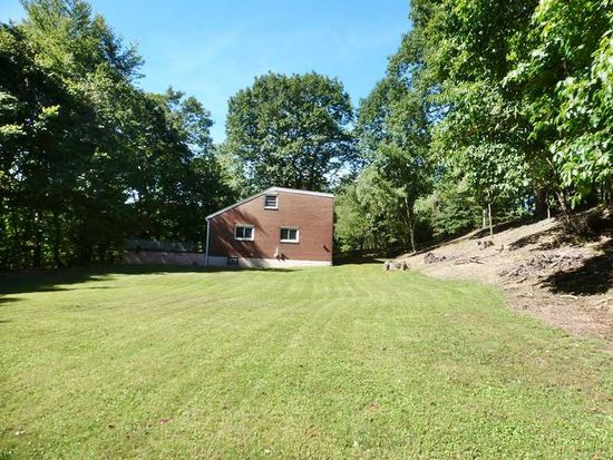 2814 New England Rd, West Mifflin, PA 15122