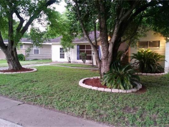 406 Poinsetta St, Lake Jackson, TX 77566