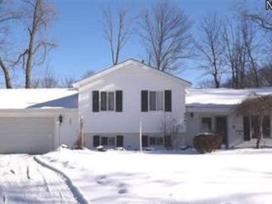 9061 Pin Oak Dr, Olmsted Falls, OH 44138