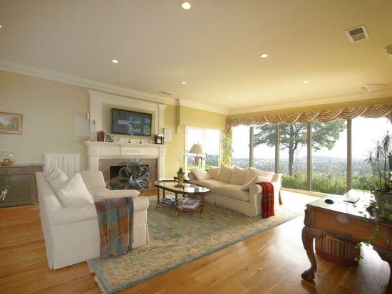 385 Pinehill Rd, Hillsborough, CA 94010