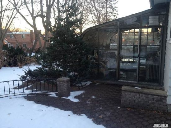 29 Prestwick Ter, Glen Cove, NY 11542