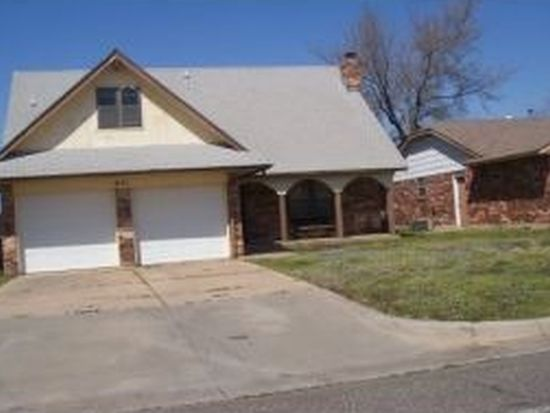 641 SW 7th St, Moore, OK 73160