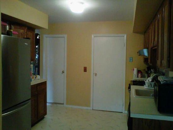 35 Gardenia Ln, Staten Island, NY 10314