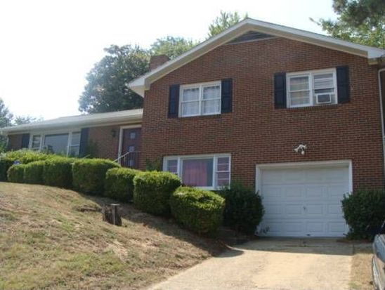 812 Lakewood Dr, Colonial Heights, VA 23834
