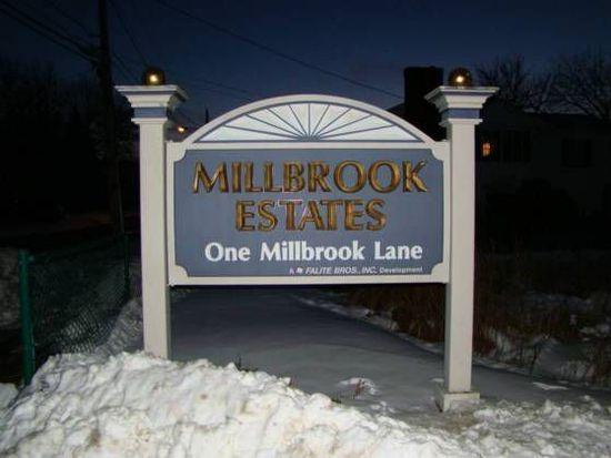1 Millbrook Ln APT 106, Wakefield, MA 01880