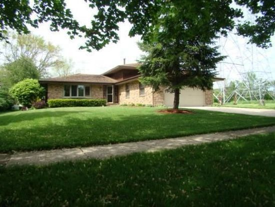 156 Sherwood Dr, Cary, IL 60013