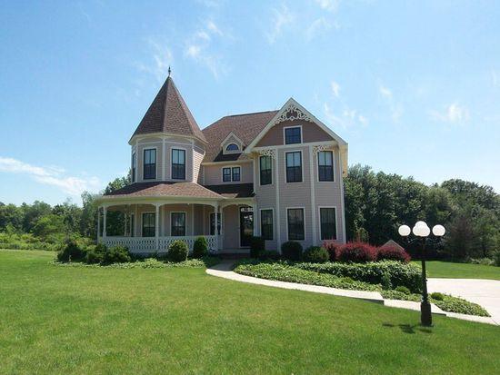 1295 Foxwood Dr, Hermitage, PA 16148