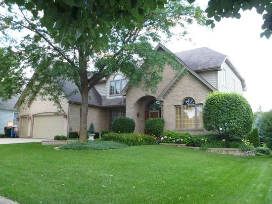 26W447 Interlachen Ln, Winfield, IL 60190