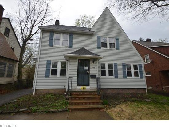 888 Cambridge Rd, Cleveland Heights, OH 44121