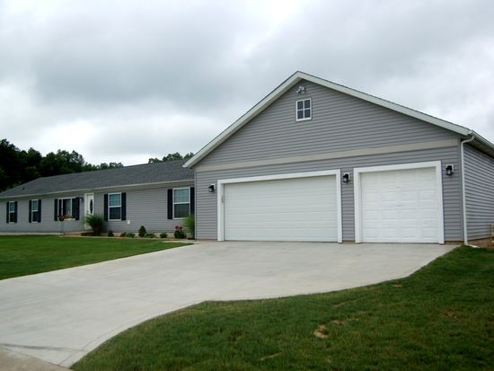 52867 Rachael Ct, Middlebury, IN 46540