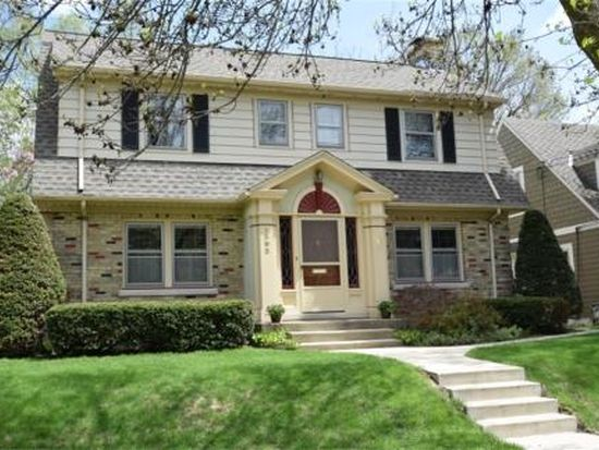 1302 N 63rd St, Wauwatosa, WI 53213