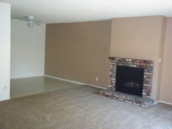 1301 Scott Ave APT 12, Clovis, CA 93612