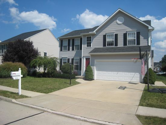 8569 Wayside Dr, Olmsted Twp, OH 44138
