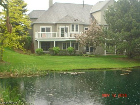 71 Haskell Dr, Bratenahl, OH 44108