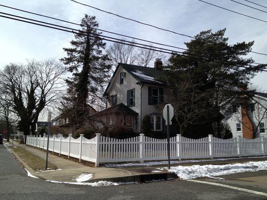 19 Norwich Ave, Lynbrook, NY 11563
