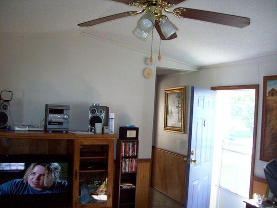 488 Evergreen Dr, Lockport, NY 14094