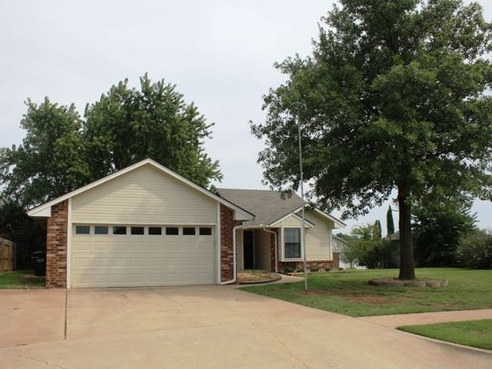 1112 Price Dr, Moore, OK 73160