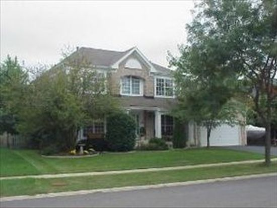 3800 Peartree Dr, Lake In The Hills, IL 60156
