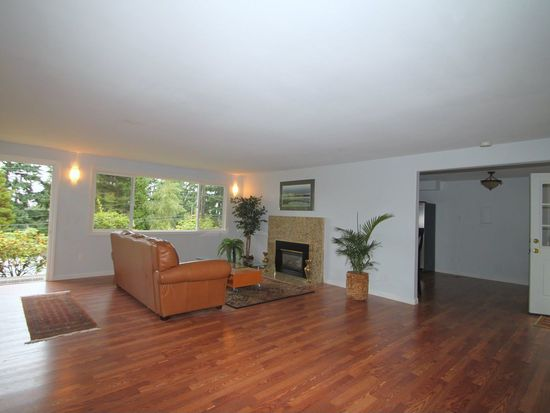 15061 SE 44th St, Bellevue, WA 98006