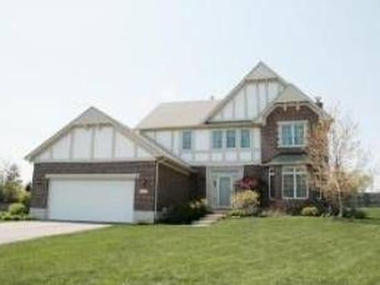 1160 Hunters Rdg W, Hoffman Estates, IL 60192