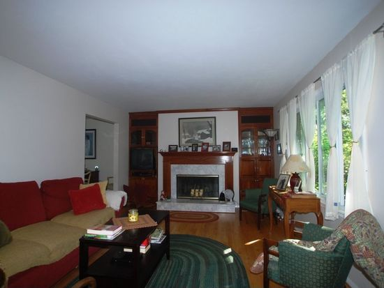 1628 Evergreen St, Saint Charles, IL 60174