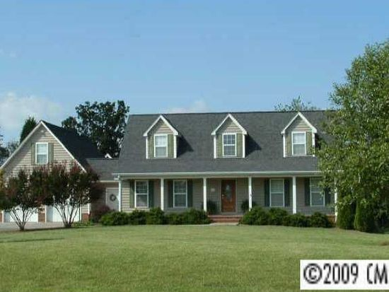 122 Four Winds Dr, Statesville, NC 28625