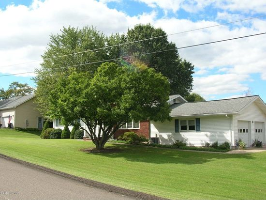 401 Surrey Ln, Bloomsburg, PA 17815