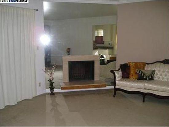 2548 Jones Rd APT 10, Walnut Creek, CA 94597