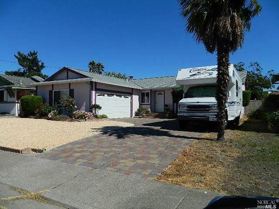 1512 Sierra Dr, Petaluma, CA 94954
