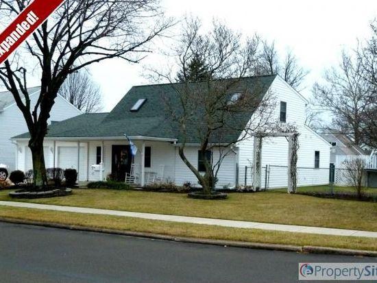 51 Hemlock Rd, Levittown, PA 19056