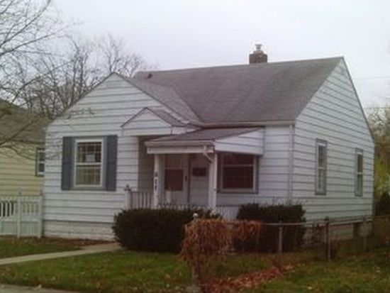 211 E 37th St, Anderson, IN 46013