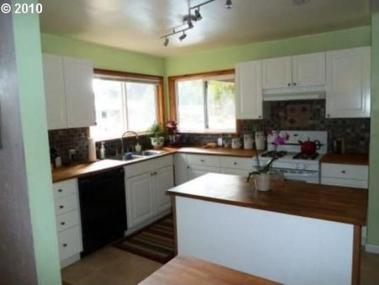 1203 N Maple St, Canby, OR 97013