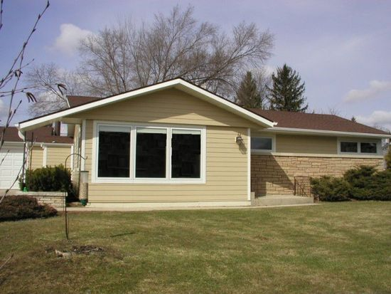 2965 N 124th St, Brookfield, WI 53005