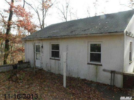 112 Hallock Landing Rd, Rocky Point, NY 11778