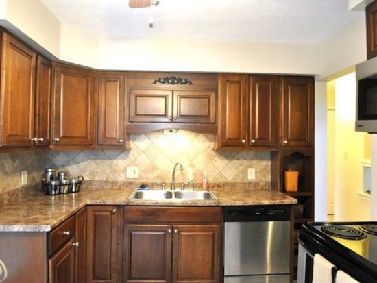 73 S Avery Rd, Waterford, MI 48328