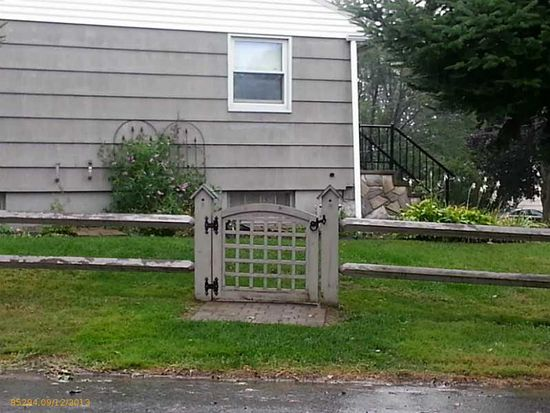30 Lugrin St, Westbrook, ME 04092